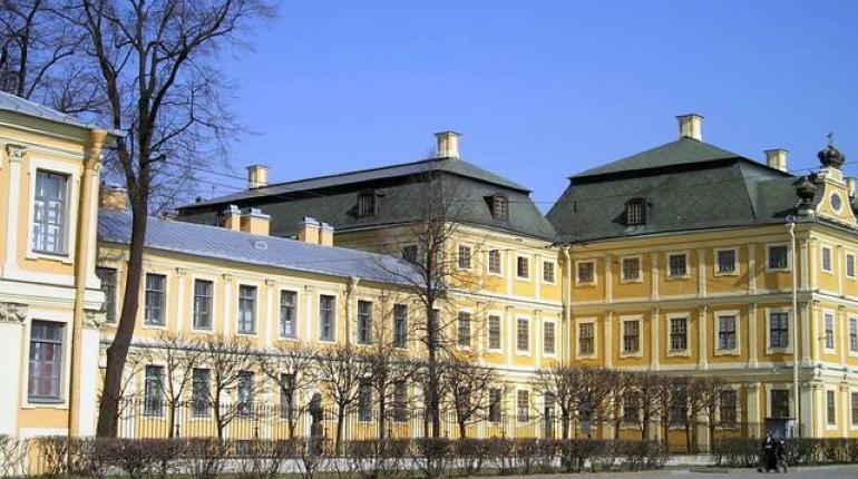 День в истории: где находится Меншиковский дворец