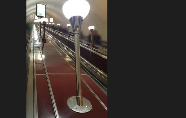 Варламов назвал привычным позором Петербурга замену светильников на «Площади Ленина»