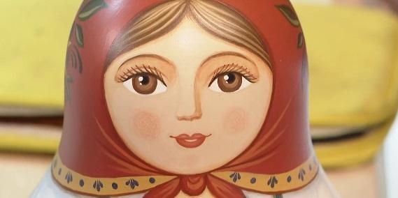 Лучшим игрушечным сувениром России стала волховская неваляшка
