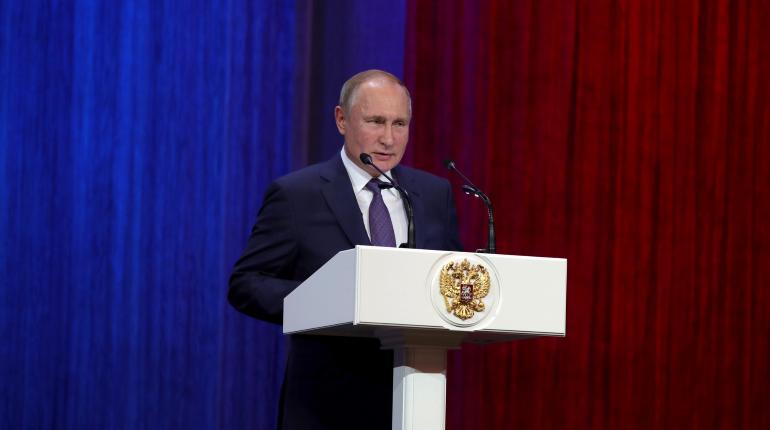 Путин поднял зарплату чиновникам, генпрокурору и председателю СК