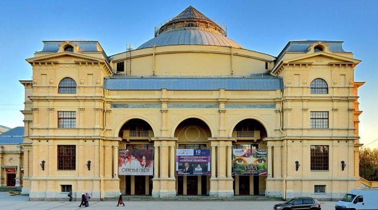 Суд заблокировал сайт-«двойник» «Мюзик-Холла», который незаконно продавал билеты