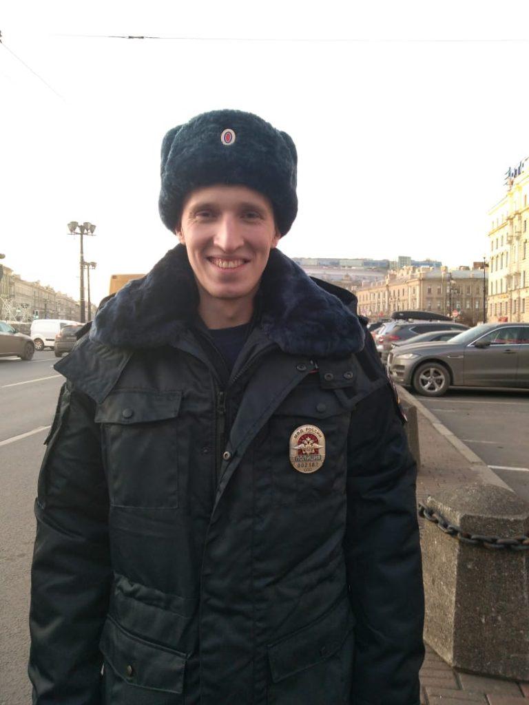 Полицейский задержал агрессивного мужчину с ножом на «Площади Восстания»