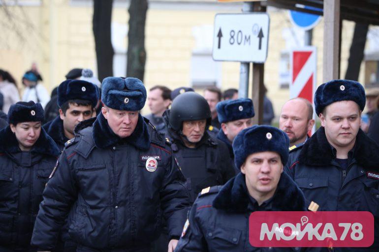 Экс-доцент Соколов в каске и бронежилете показал, как избавлялся от улик на Мойке