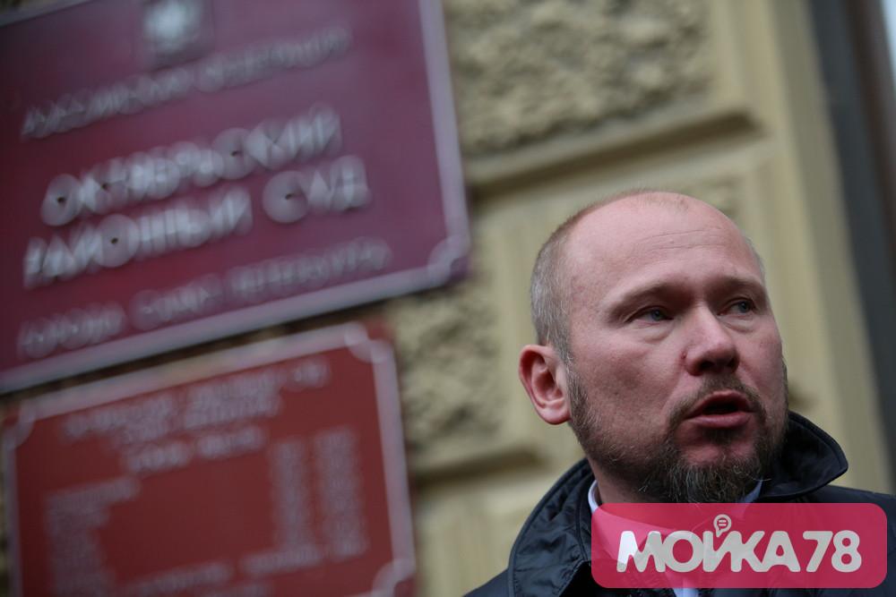 Адвокат отказался прокомментировать слухи о попытке суицида Соколова
