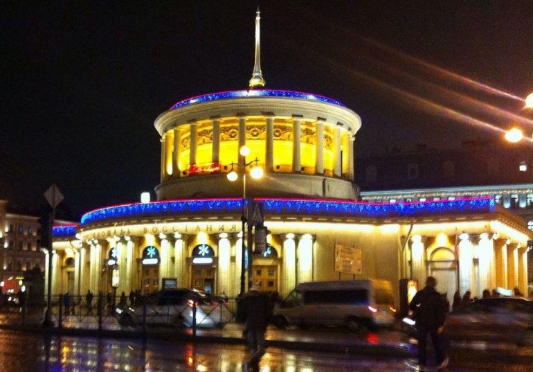 В новогоднюю ночь петербуржцев по домам развезут на метро