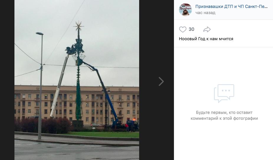«Новый год к нам мчится»: в Петербурге начали устанавливать елки