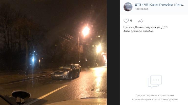 Петербуржец разбил легковушку в ДТП с автобусом в Пушкине