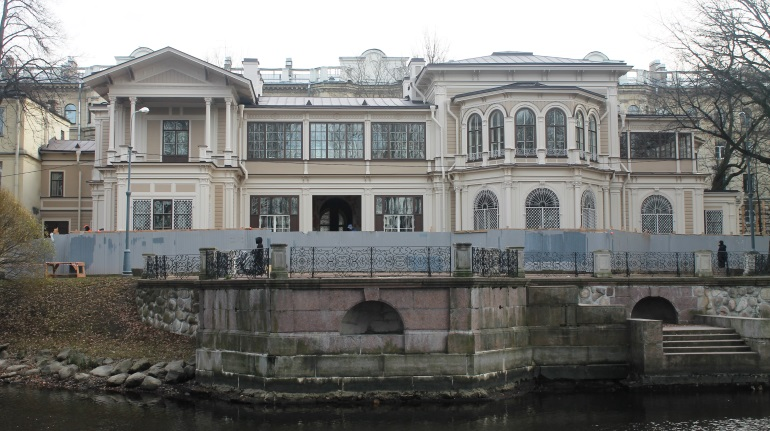 Реставрация фасадов дачи Громова в Лопухнинском саду завершена