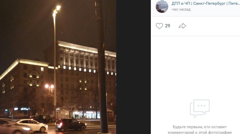 Каршеринг подрезал: машина влетела в столб на Московском