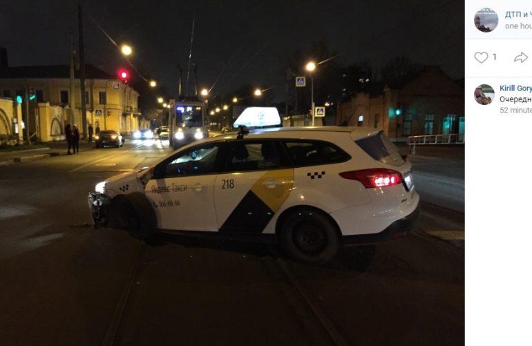 Очевидцы: таксист довел девушку до слез на проспекте Обуховской Обороны