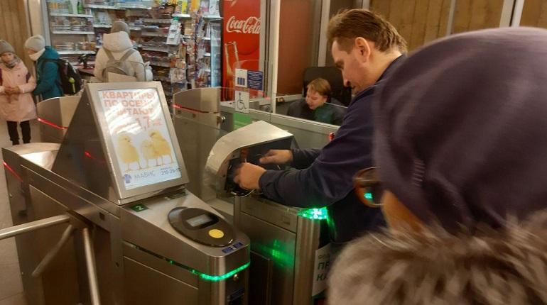 Метрополитен «починил» сервера банка ради оплаты проезда карточками