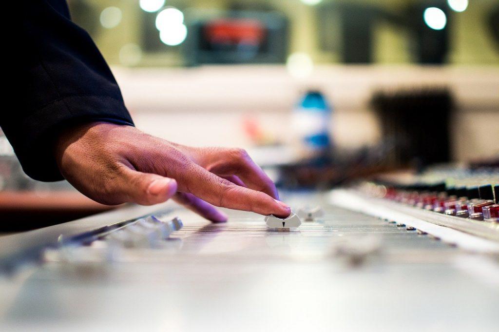 Россияне могут заплатить за громкую музыку в ночное время до 3 тыс. рублей