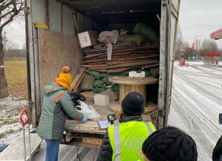 У перевозивших отходы водителей в Петербурге не оказалось документов