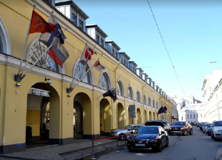 Аноним обещал «взорвать» постояльцев отеля в Биржевом переулке