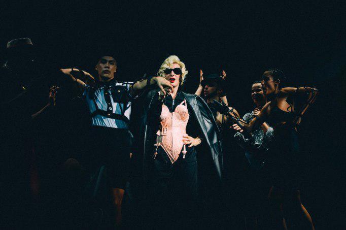 Жан-Поль Готье приехал в Петербург на премьеру Fashion Freak Show
