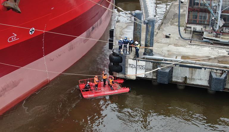 В Большом порту Петербург прошли учения по устранению разливов нефтепродуктов