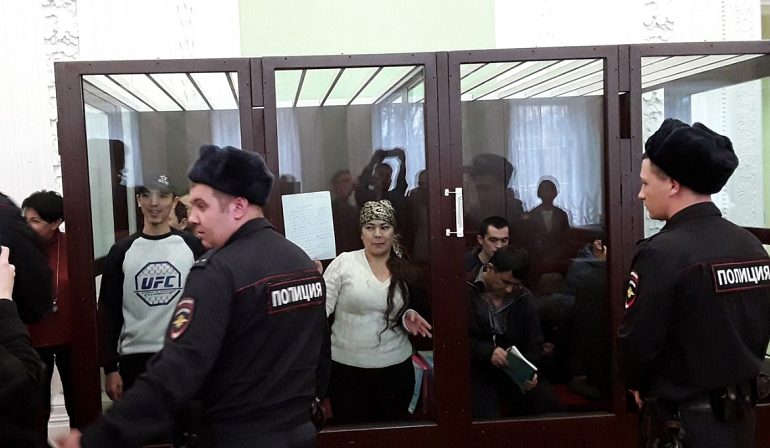 Обвиняемые по делу о теракте в метро Петербурга напомнили суду о Чикатило