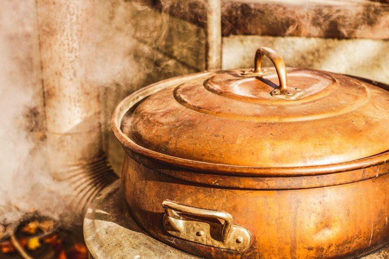 Маленький индус «искупался» в кипящем супе и умер