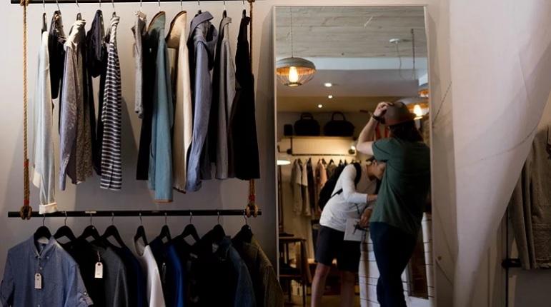 Базовый гардероб: тренд на разумное потребление может разорить масс-маркет