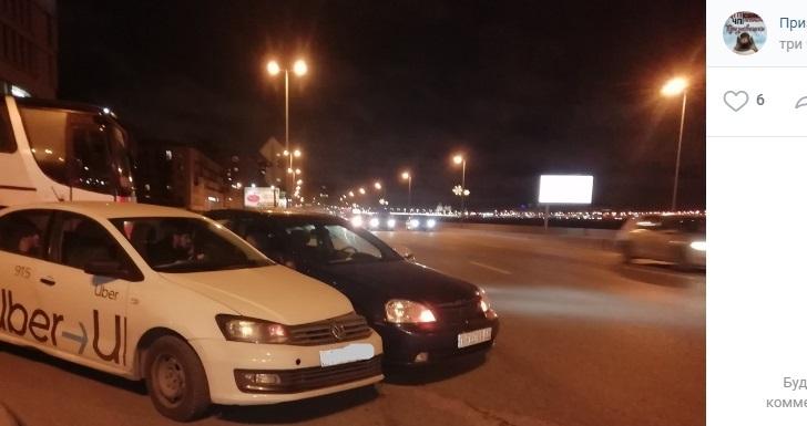 Таксист «прижал» иномарку на Малоохтинской набережной