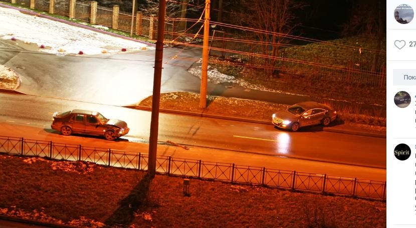 На пустой дороге ночью на Есенина произошла авария