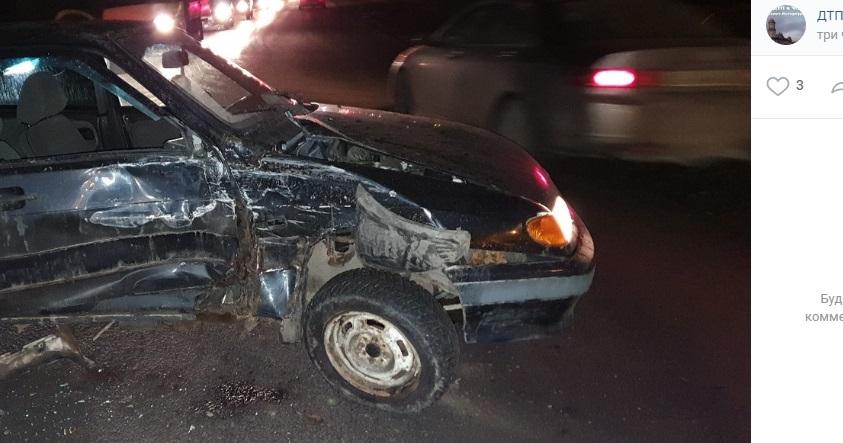 Водитель разбитого ВАЗа скрылся с места аварии, оставив машину
