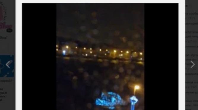 Шторм снес новогоднюю елку на Воскресенской набережной