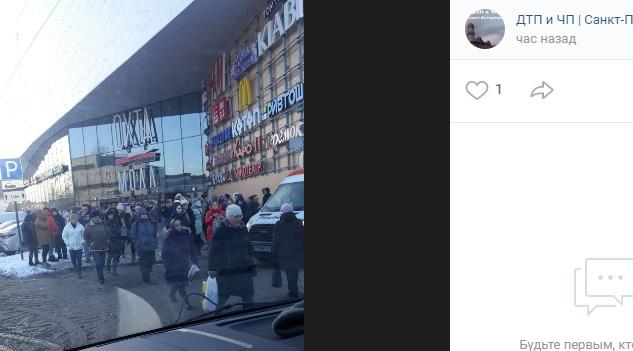 После сообщений о взрывчатке в Петербурге эвакуировали более 10 тысяч человек