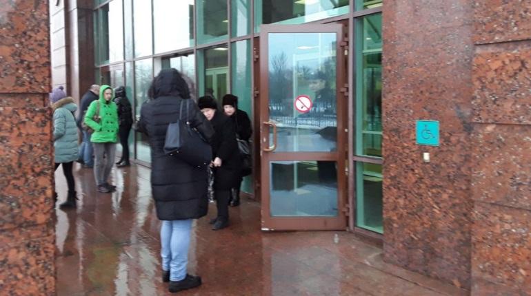 В Петербурге опять эвакуируют суды