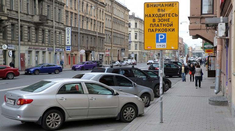 В погоне за прибылью: в Петербурге расширяют платные парковки