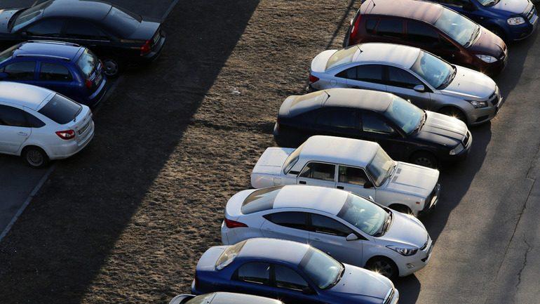Назван любимый цвет машин петербуржцев: серый оказался в тренде и здесь