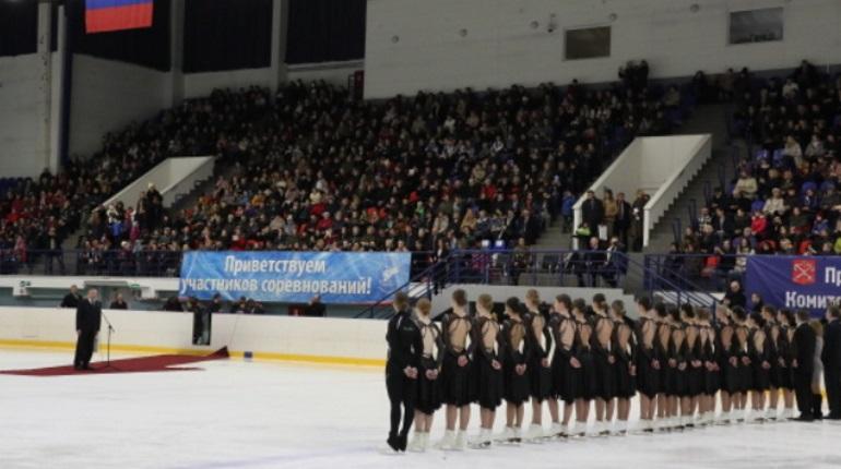 Команда по синхронному катанию на коньках в Петербурге отмечает 25-летие