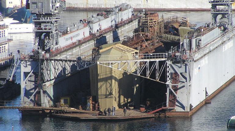 В Севастополе затонул списанный плавдок