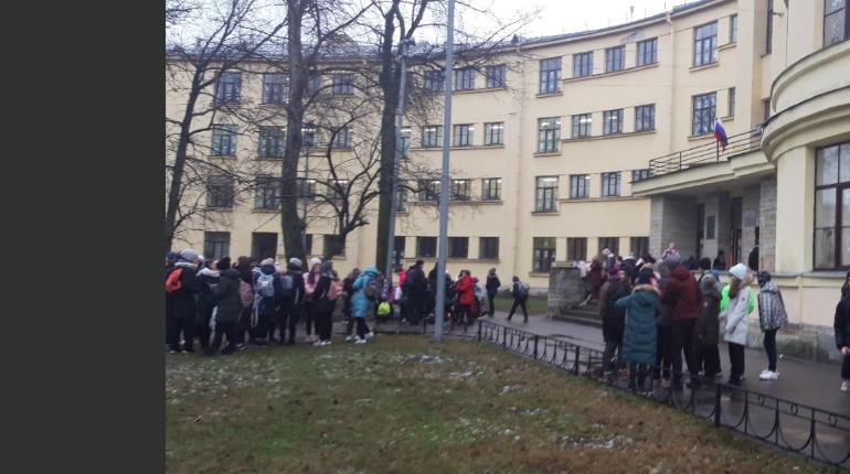 26 тысяч человек эвакуировали в Петербурге в понедельник