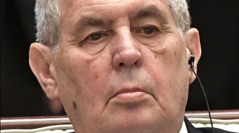 Президента Чехии госпитализировали с травмой