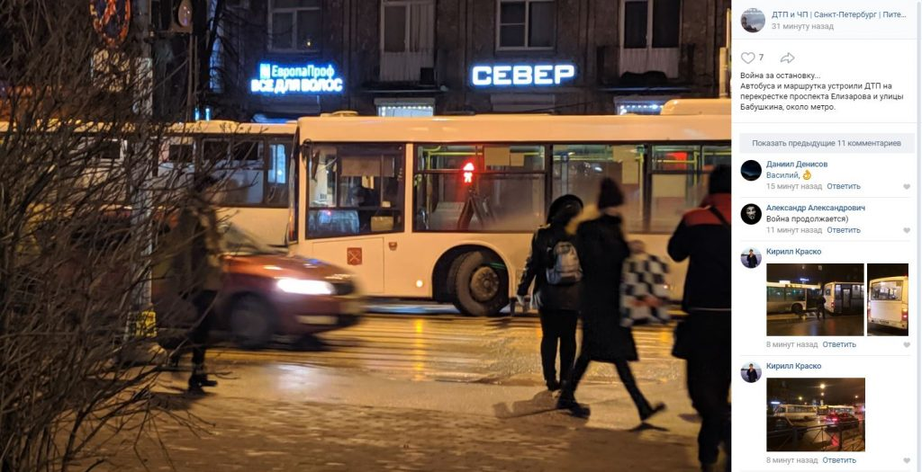 Автобус и маршрутка не поделили остановку у «Елизаровской»