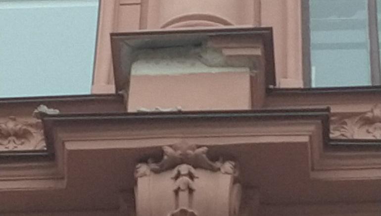 ФКР подопрет осыпающийся фасад дома Бака арматурой, но не откажется от подрядчика