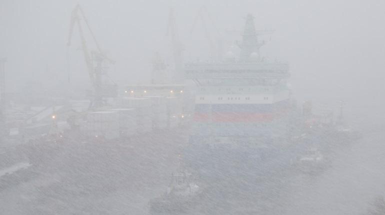 Как ледокол «Арктика» пробирался к Балтийскому заводу через снегопад
