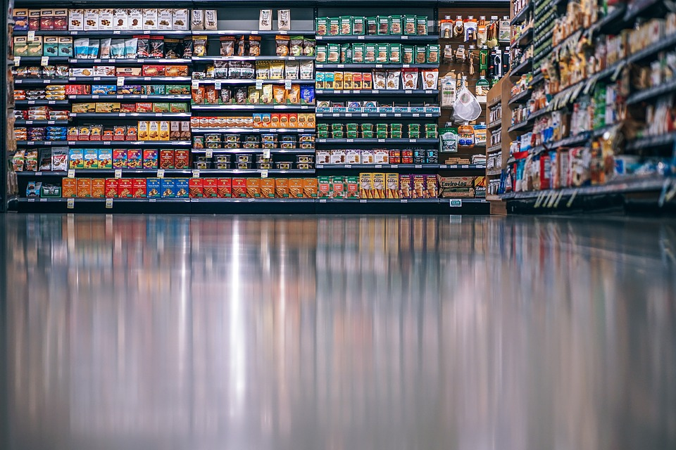 Работники гипермаркета на Фучика не смогли остановить воришку: он попался росгвардейцам