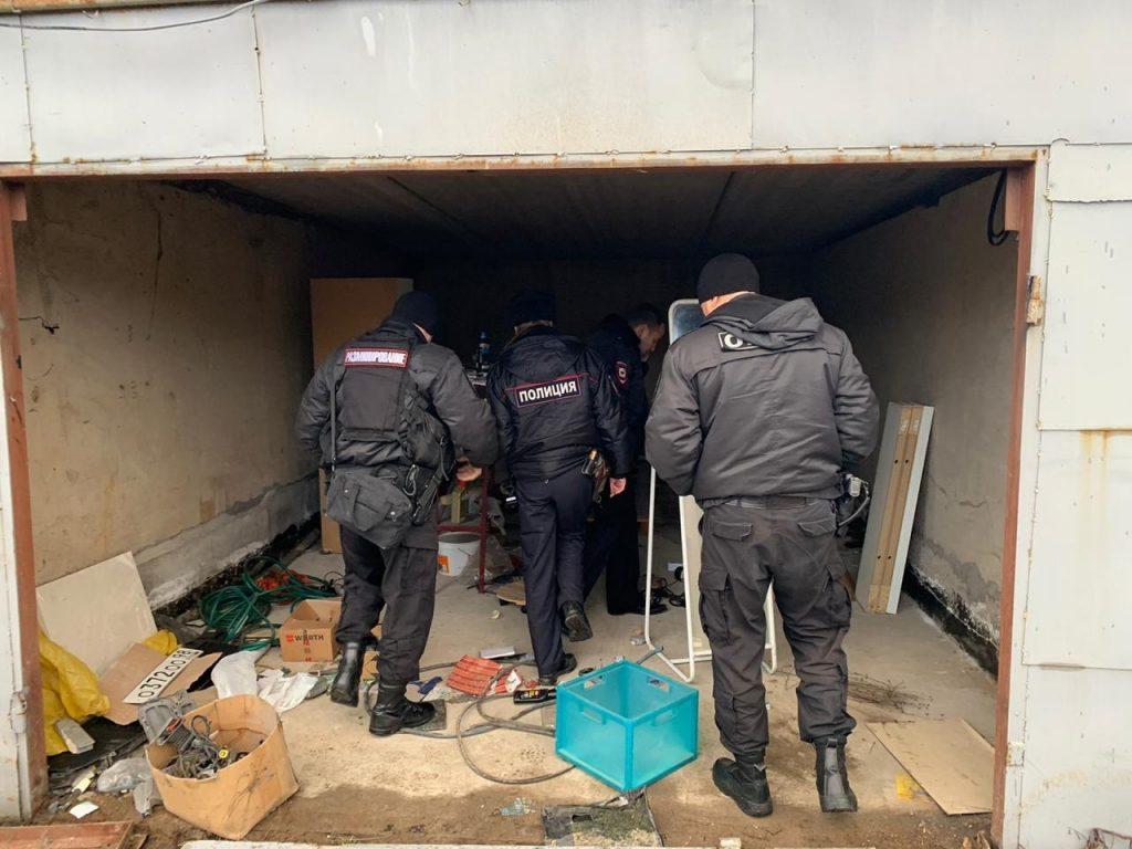 При сносе гаражей в «Петроградце-4» на Стародеревенской нашли две гранаты