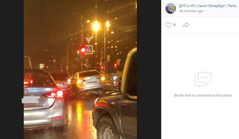 Hyundai повис на заборе в Красносельском районе