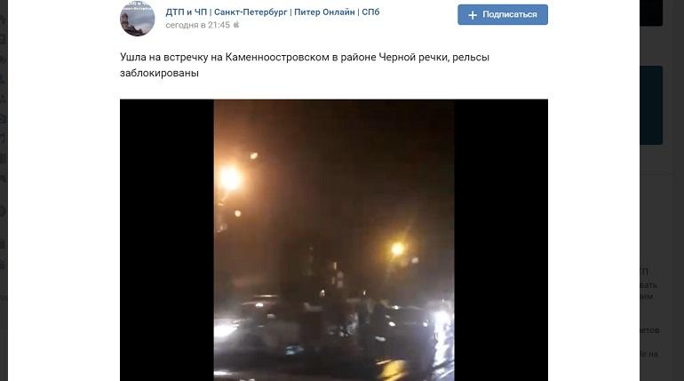На Каменноостровском легковушки угодили в ДТП на мокрых рельсах