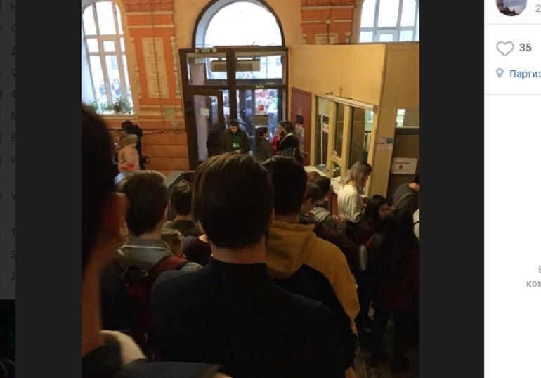 «Минеры» отправили студентов Петербурга готовиться к сессии на улицу