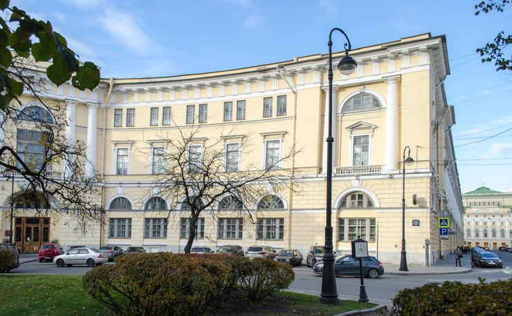 В Петербурге появилась световая проекция портрета изобретателя Пироцкого