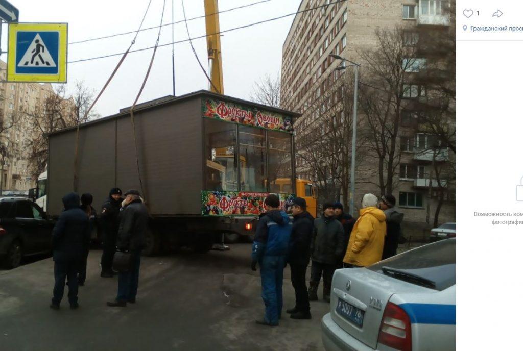 Беглова попросили победить «торговую гидру» в Калининском районе