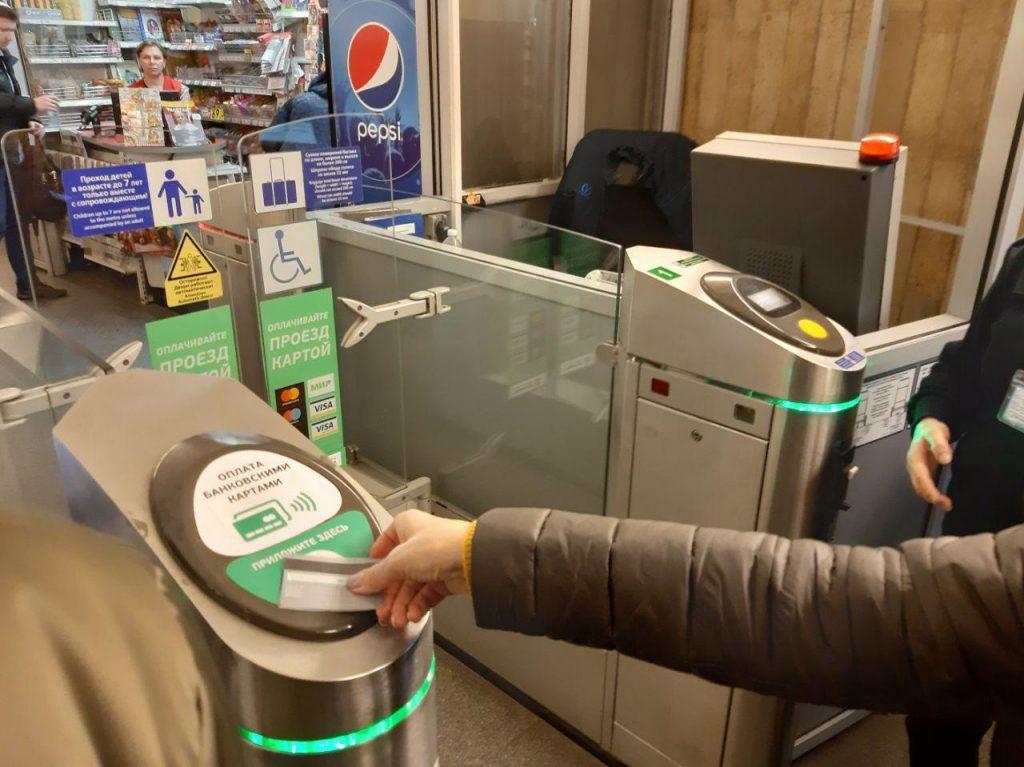 Оператор ЕКП рассказал, кто виноват в неработающей льготе на проезд в метро для владельцев Mir Pay