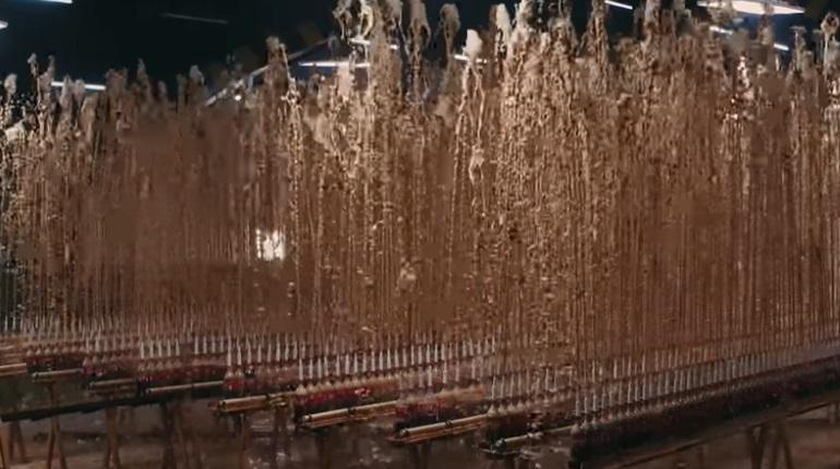 Блогер устроил гигантский фонтан из Coca-Cola с Mentos