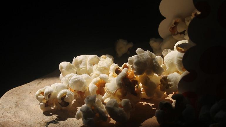 До кинотеатров не доехало 25 тонн попкорна с гнильцой