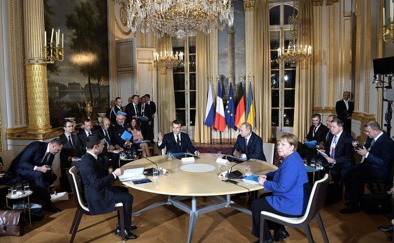 Первая встреча и разговор тет-а-тет Путина и Зеленского длилась 15 минут