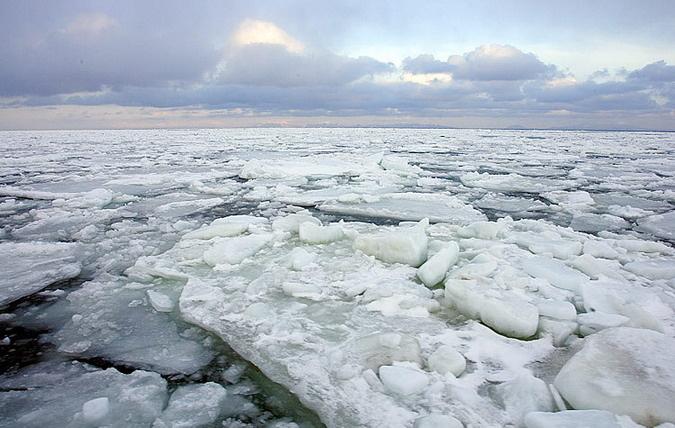 Петербуржцам запретили выходить на лёд до 15 января